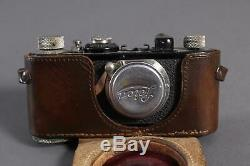 Leica mit Leitz Elmar 135 f=50 mm, im Lederetui